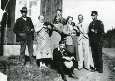 Hjalmar Pettersson med hustru och andra