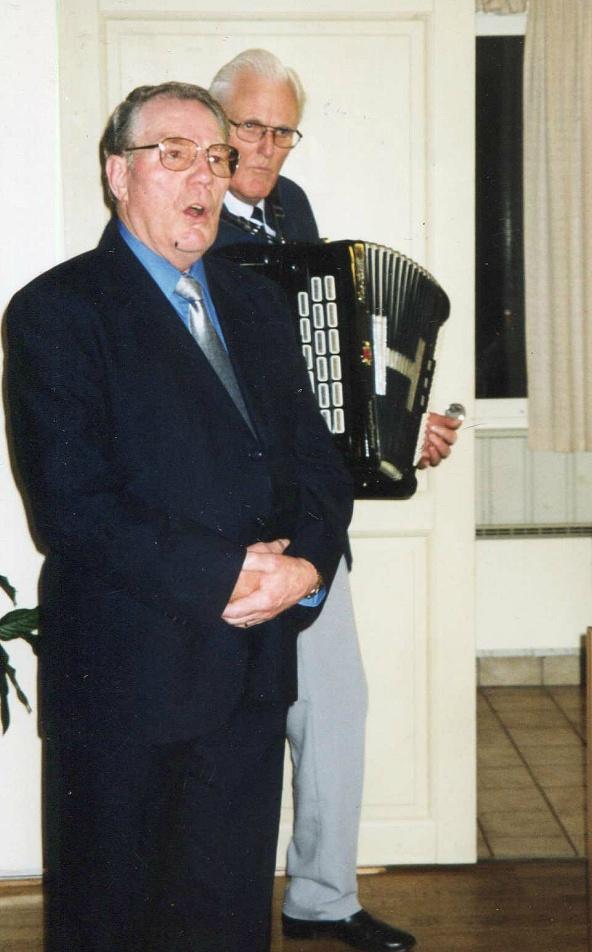 Olle sjunger och Karl-Axel Lindberg spelar