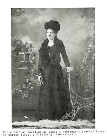 Karolina, född Broström bodde i Nord Amerika 1894-1904. Bild från Varnhemsbygden 2000, Egon Holm (dottersonen).