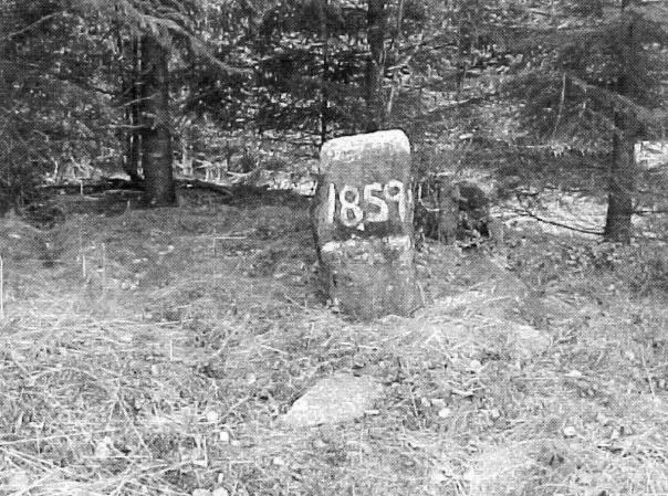 Senare uppsatt minnesten för sista avrättningen 1859 vid Valle härads avrättningsplats. Foto Bernt Blank