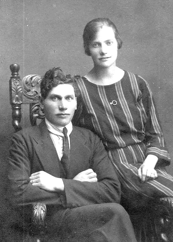 Paret David Alexander Ekblad med hustrun Anna Charlotta Ekblad som nygifta 23/10 1927 - foto från Petronella Erlandsson, 2018