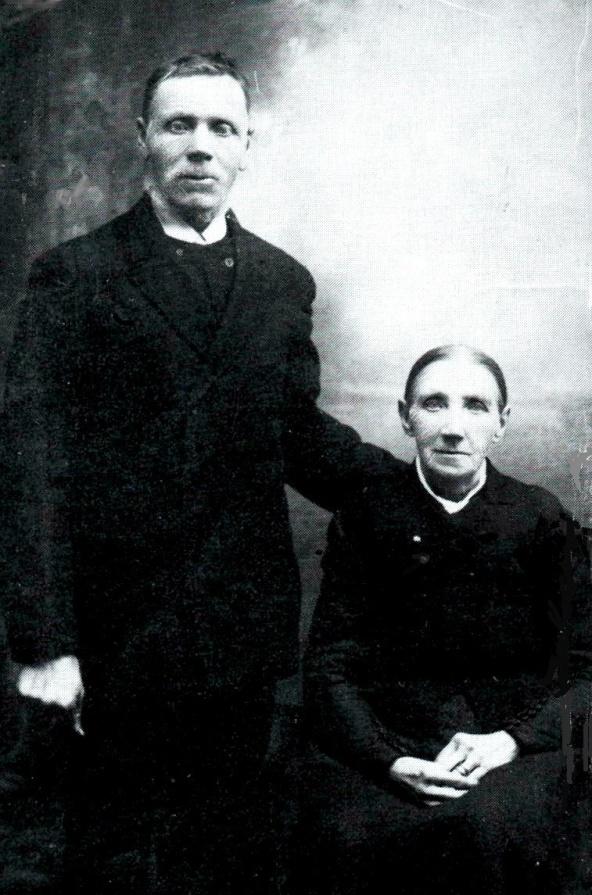 Soldaten Gustav Henriksson Larm med hustru Anna Stina Johansdotter i soldattorpet Fallet. Foto från Verna Andersson, Ljungstorp