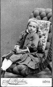 Alma som barn. Bild från Birgit Larsson, Skövde 2015