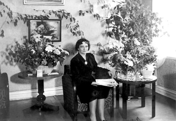 Elvira i Skövde på sin 60-årsdag 1948 - bild från Marianne Ledhagen - gift med Elviras son Sten Ledhagen