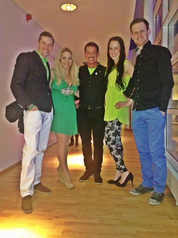 Sen var det bara att byta om och festa ordentligt med Michael Burton, temat på festen var något grönt så om Ni undrar varför vi är så gröna så förstår ni.