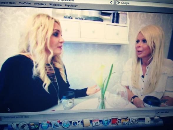 Här en bild från Tv3 inspelningen av Småstadsdrottningar där Michela var en av drottningarna