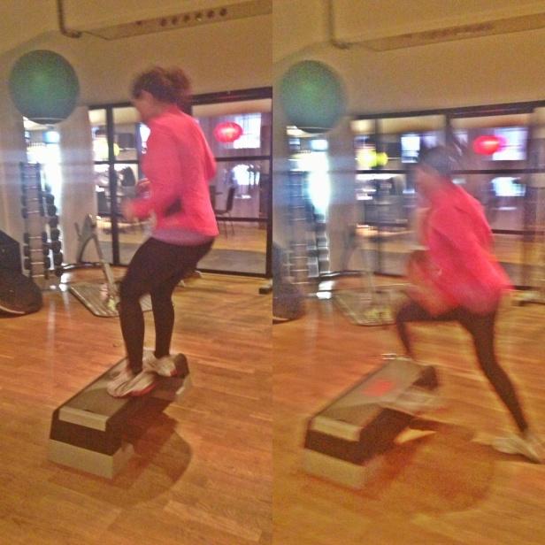 Trapplöpning på bräda där man tränar konditionen & Fettförbränning men även ben & sätesmuskulaturen med den övningen