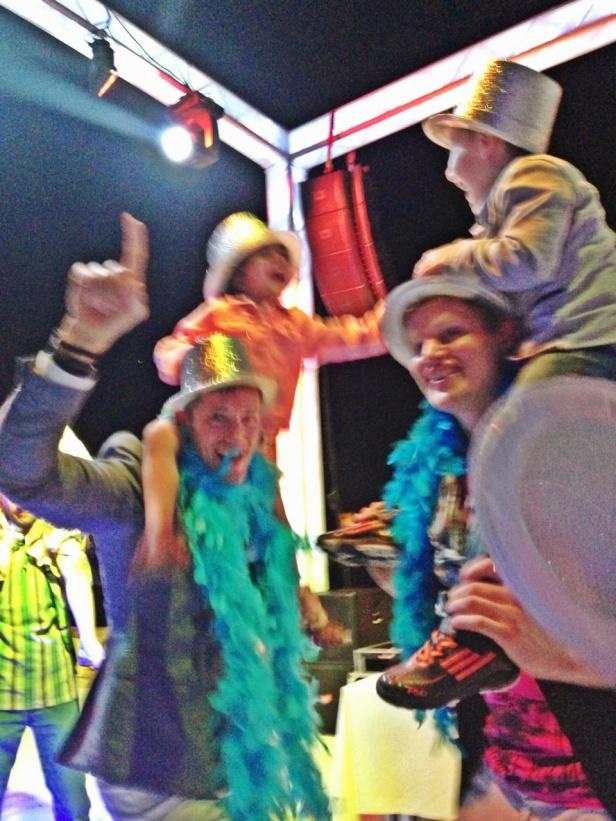 med en superbra Dj och musik som barnen älskaade allt från Gagnam style till YMCA så var party humöret på topp..