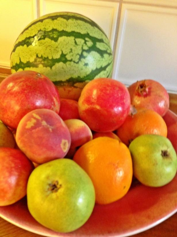 """Jag vet att många andra har börjat """"bojkotta"""" frukter pga fruktosen men jag vill observera att i frukt finns så mycket mer än """"fruktos"""" så som måmnga olika vitaminer & järn som kroppen mår bra av...Granat äpplen är en av mina favoriter, jag gillar det till juice eller att ha över min kvarg/ keso som mellanmål eller som en god smak i salladen. Testa...det lyfter vilken sallad som helst!"""