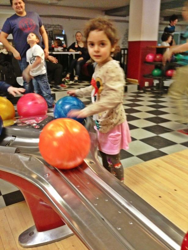 Här är en av mina motståndare, Ella 4 år.