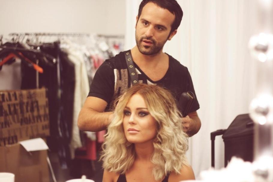 Som make up artist, stylist & frisör är han en som au jour har koll på trender & sätter trender.
