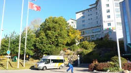 Besöksksadressen är Bockholmsv 1 (Himlabacken 6), T-bana Bergshamra, buss 503, 540.