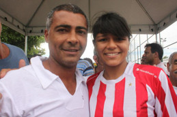 Romario sammen med vår egen Allesandra Krapp Figueiredo, Bildet tatt under Favelacupen. Foto Futuro Rio