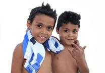 To brødre som alltid er like glade! Elisvaldo (8) og Edson (7). Foto: Snorre Holand
