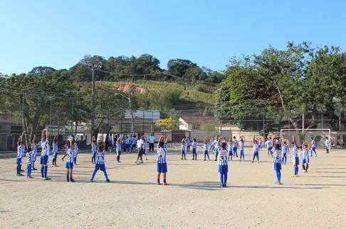 Mer enn 300 elever deltar i Academia Futuro Rio. Her får barna organisert trening og skolegang.