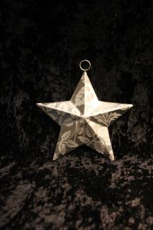 Att hänga - Metallstjärna 3D med mönster -