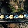 Pannband Döbert svängt - Svart med blå och gula stenar stl full