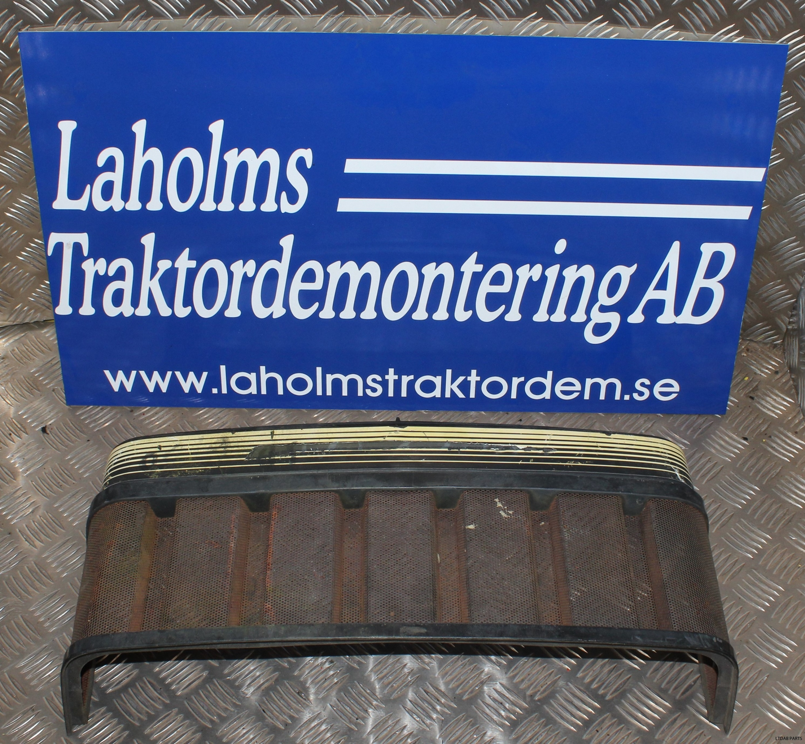 BEG Grill Valmet 2005 | Laholms Traktordemontering AB