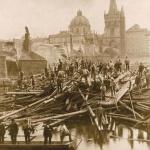 Karlův most po povodni 1890 a