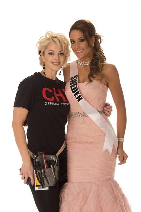 Jessica Davinski tillsammans med Hanni Beronius, Miss Sweden 2012, under Miss Universum i Las Vegas.