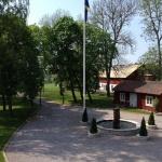 Vy från bostadshuset mot Festlokalen på Tängsta Gård