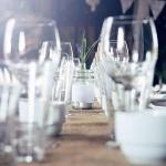 Vacker detaljbild över bröllopsdukning på Tängsta Gård foto Nicklas Eriksson