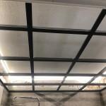 Stålstomme till glastak med lampor bakom