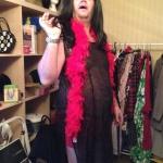 Niclas poserar med en vacker klänning :)