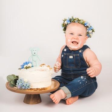 smash the cakefotografering med blått tema