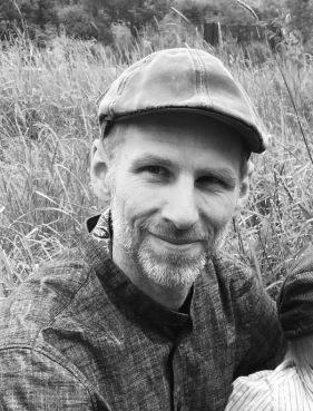 Stefan Larsson-  Diplomerad Massageterapeut, Certifierad Massör, Certifierad Pilatesinstruktör.