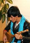 Majid Husseini, en skicklig damburaspelare från Mellerud