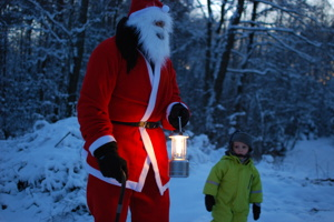 Jultomten på besök i grankojan på Våxtorps Camping och Stugby
