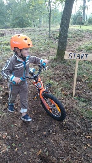 Hjalmar var först ut att provköra cykelbanan på Våxtorps Camping och Stugby