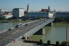 Urfahr över Nibelungenbro,Donau till Linz.