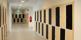 Elevskåp i korridor