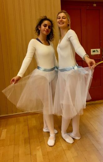 Sara och Christina redo för sina balettelever.
