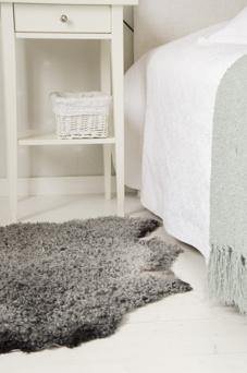 Tänk att få börja dagen med att sätta ner fötterna på ett mjukt och och varmt lammskinn.