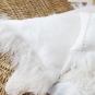 Linnekudde med fårskinnskant