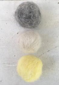 Ullbollar till påskriset eller julgranen - Ullbollar: ljusgult, vitt, grått