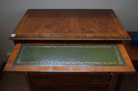 1638. Skrivbord(SÅLD)