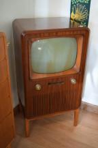 4245. TV-APPARAT(SÅLD)