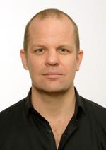 """Andreas Lundquist överlevde cancern - nu tar han med kursdeltagarna ut i naturen """"att känna in ute""""."""