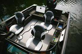 Tre premium fiskestolar ingår som standard