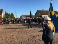 Valborg 2017, Fanbärare Matilda till höger och mycket folk