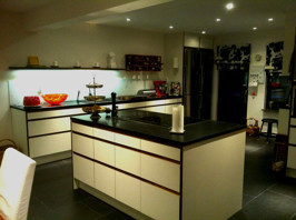 Platsbyggt kök modern stil