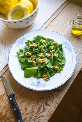 Mint salad with walnuts