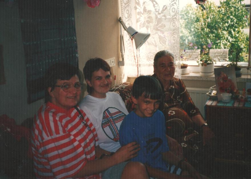 Helena, Tuija, Petteri ja Helenan Äiti