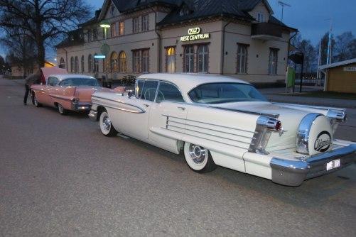 Min fars cadillac 58 och våran Oldsmobil58