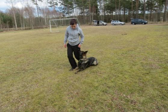 Emma tränar kryp med Axa