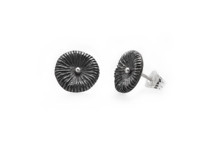 Fossil - örhängen i oxiderat silver. Pris 550 kr
